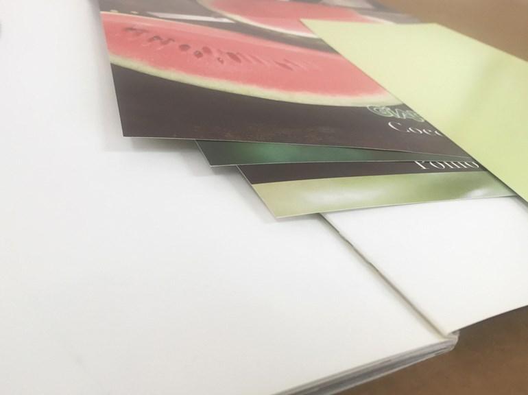 brochure con inserti a schede