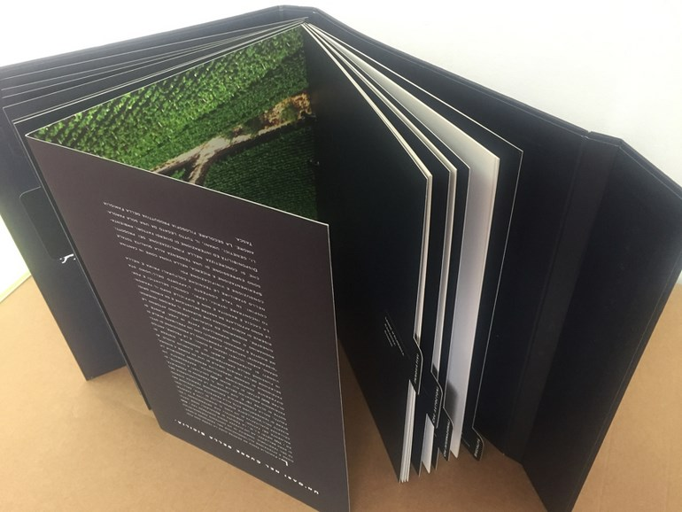 brochure con rubricatura